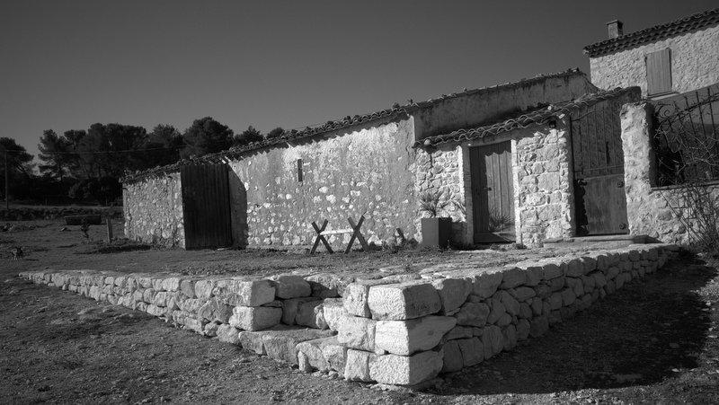 Muret de soutènement en pierre sèches ( roche d'Espeil ) avec escalier, Aix en Provence, PACA